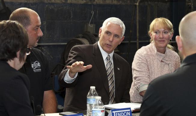 川普總統的幕僚與副總統潘斯的幕僚從選戰階段醞釀的彼此猜忌,如今發酵構怨。(美聯社)