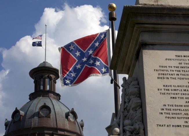 南卡州府大樓的邦聯旗,兩年前的7月10日被當時的州長海理降下,希望州民能記取教訓,莫讓仇恨屠殺、犯罪事件再起。(路透社)