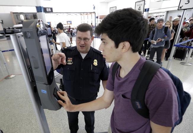 美國警察至上了:公民出境面部掃描