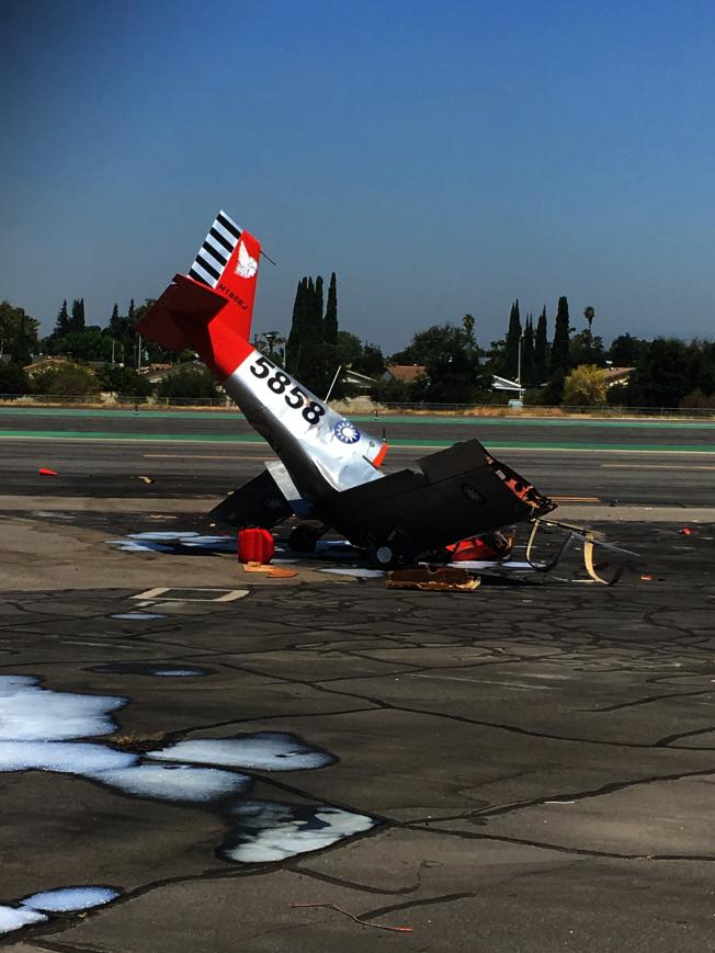 艾爾蒙地機場14日發生一輛小飛機墜毀飛行員當場喪生事件。(記者張敏毅/攝影)