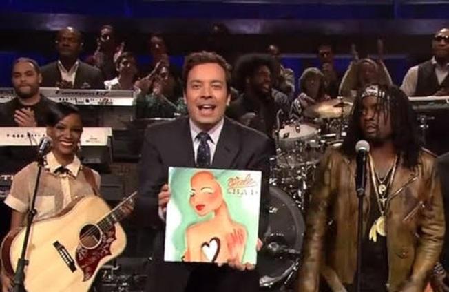 知名主持人吉米‧法隆(Jimmy Fallon)介紹蔡書璇為瓦力設計的單曲封面。(蔡書璇/提供)