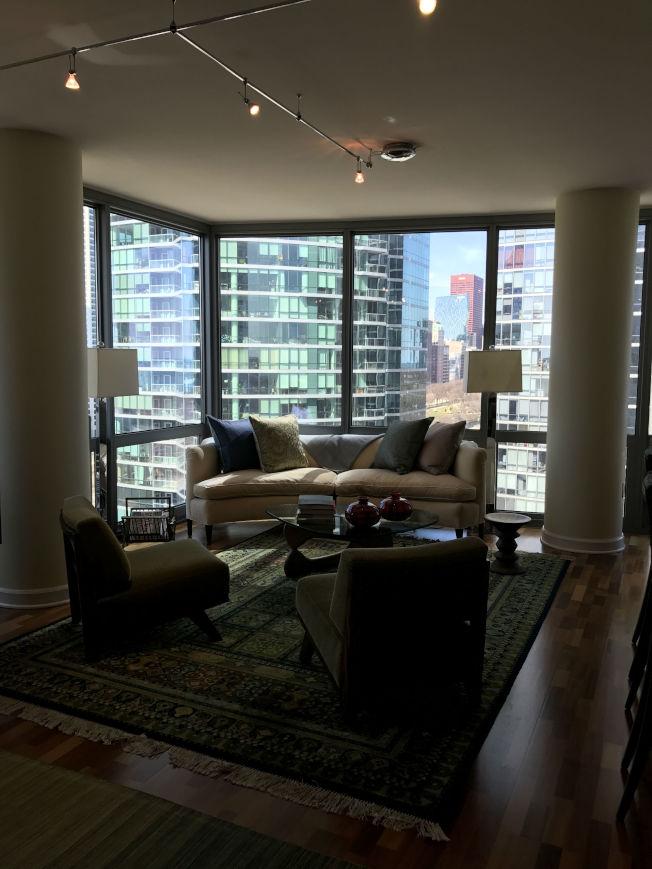 芝加哥市公寓價格穩步回升,圖為在南環區出售的兩房公寓單位。(特派員黃惠玲/攝影)