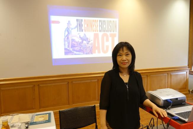 張慧餘潛心研究十多年排華法對在美華人心理影響。(記者金春香/攝影)