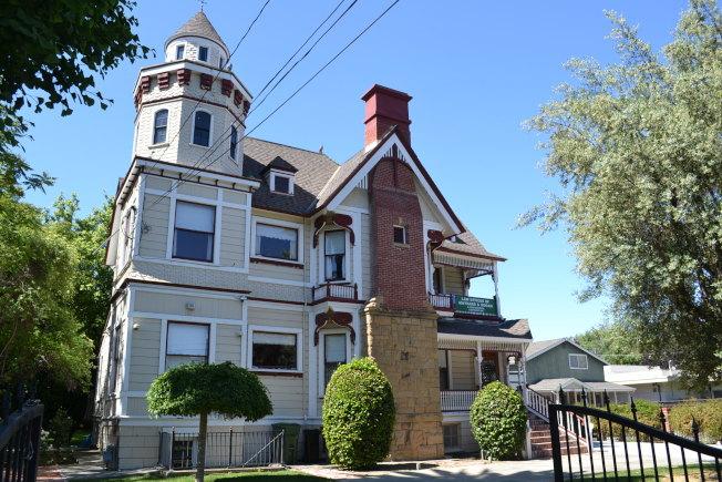 Willow Glen社區歷史性的Edward Maynard House建築建於1892年。(記者張毓思/攝影)