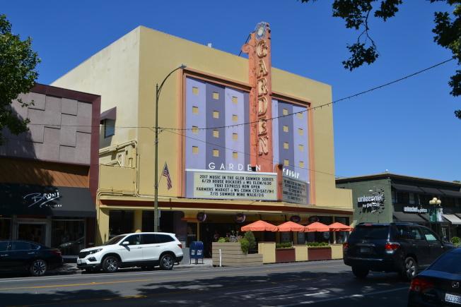 創始於1949年的花園劇場(The Garden Theatre)位於Willow Glen社區歷史性的Lincoln Ave上。(記者張毓思/攝影)