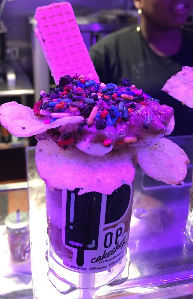 民眾可以按自己喜好設計一款清涼且可愛的冰淇淋。(記者李碩/攝影)