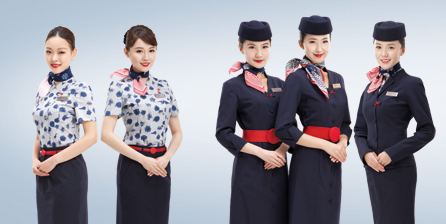 東方航空空服員領巾以中國風設計。(取自東航官網)