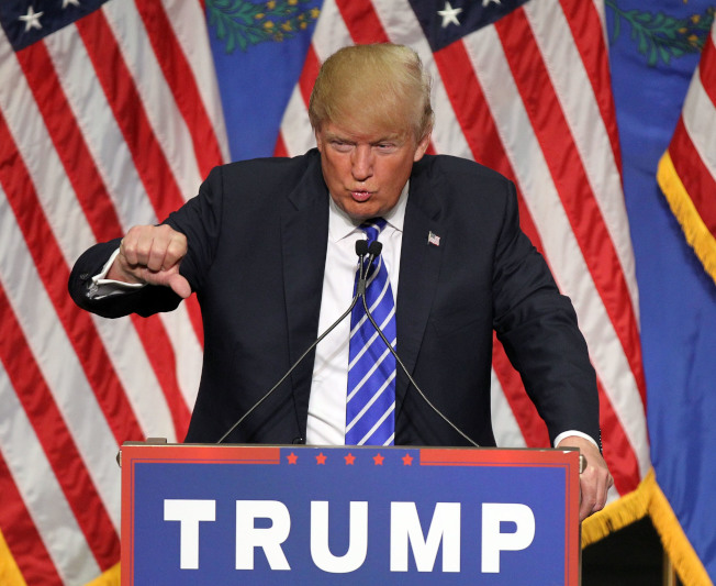 最新民調顯示,川普上任半年支持率跌至35%,創新低,他立刻推文批不準。(Getty Images)