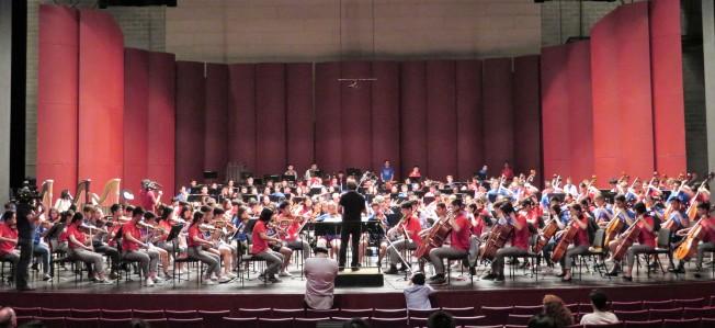 中華青少年交響樂團成員與美國青少年交響樂團成員排練,為卡內基音樂廳的演出做準備。(記者陳小寧/攝影)