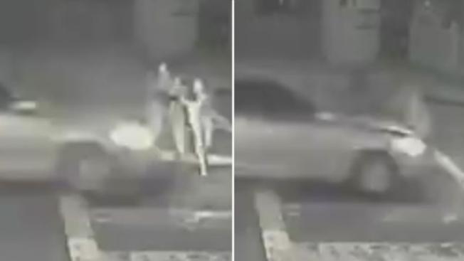 5歲男童與家人過馬路時遭急行的車輛撞飛。(取自KTVU影片)