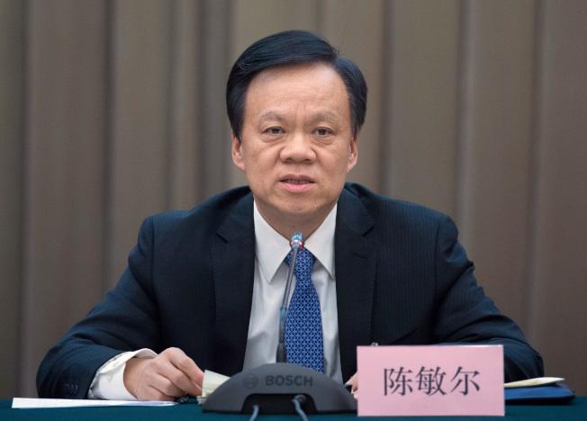 新任重慶市委書記陳敏爾,成為媒體的報導焦點。(美聯社)