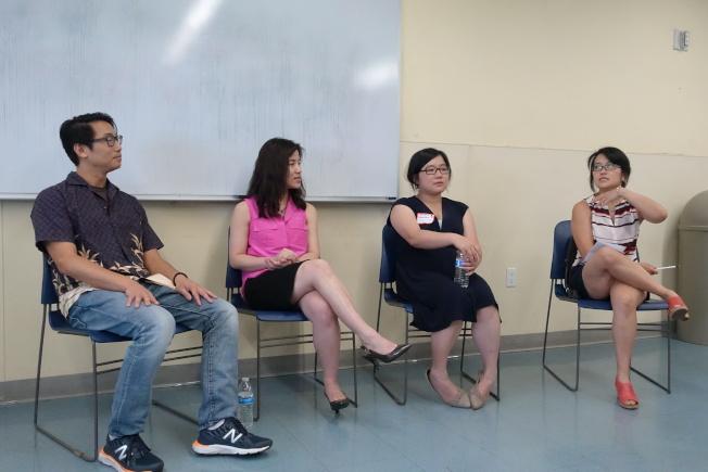 曾穎馳(左起)、花薇淳、駱詩茵、殷美玲(主持人)呼籲華裔關注心理問題。(記者金春香/攝影)