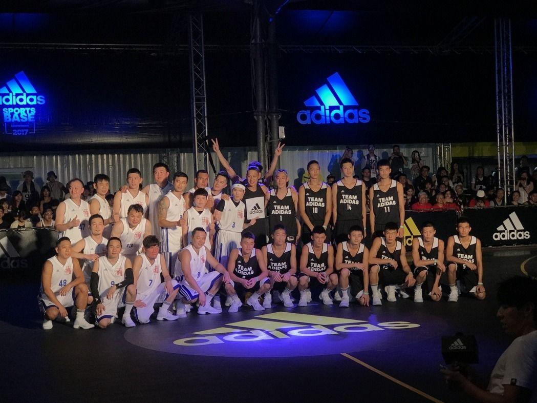 林書豪與蕭敬騰上演籃球對決。(記者毛琬婷/攝影)