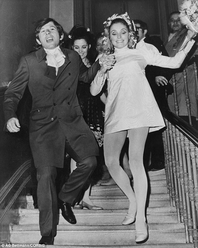 沙朗蒂與法國名導羅曼波蘭斯基(Roman Polanski)結婚當天的快樂合照。圖/取自網路