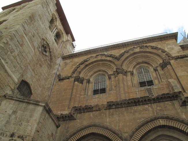 基督教聖墓大教堂二樓窗外的木梯,百年未移。
