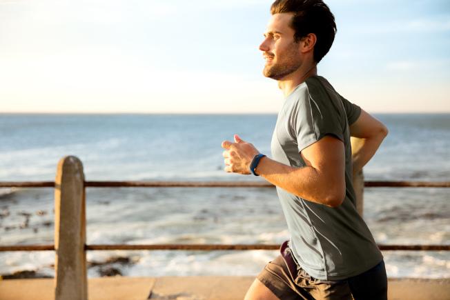 人進入初老,肌力可能還可以維持,但肌肉量就開始不斷減少,所以一定要多運動。 (圖:TomTom提供)