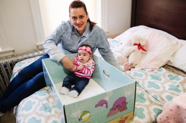 美國多州開始免費發送「芬蘭嬰兒箱」給新生兒媽媽。(美聯社)