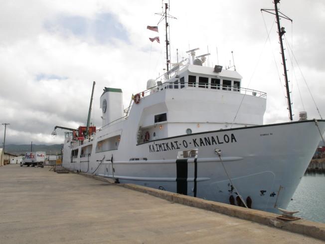 夏威夷大學的研究船,也參與搜尋厄哈特下落。(美聯社)