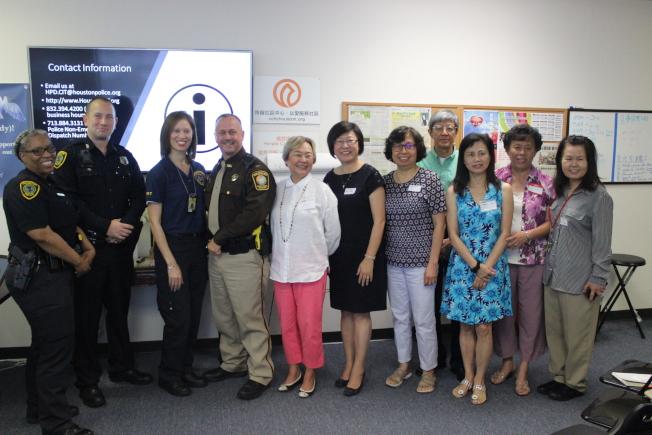 「心理危機干預反映團隊」說明會於9日上午邀請休士頓警局、福遍縣警長辦公室代表和醫療團隊人員前來向華裔民眾說明及交流。(記者郭宗岳/攝影)