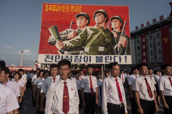 北韓民眾在平壤金日成廣場舉行反美集會。(Getty Images)