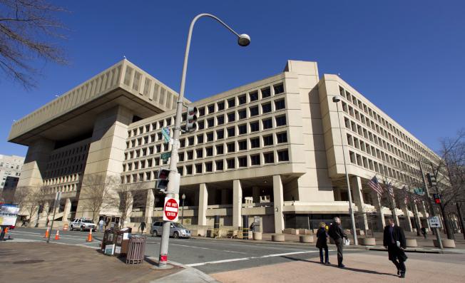 聯邦調查局對川普去年的競選經理馬納福緊咬不放,圖為聯調局總部。(歐新社)
