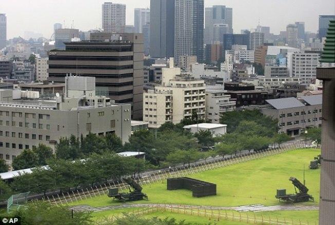 「愛國者三型防空飛彈」進駐東京。(美聯社)