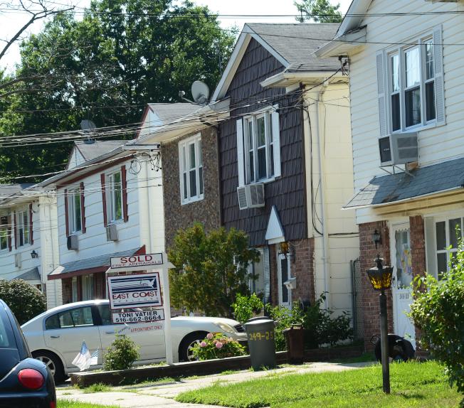 小頸的房屋普遍為一到三家庭住宅。(記者許振輝/攝影)