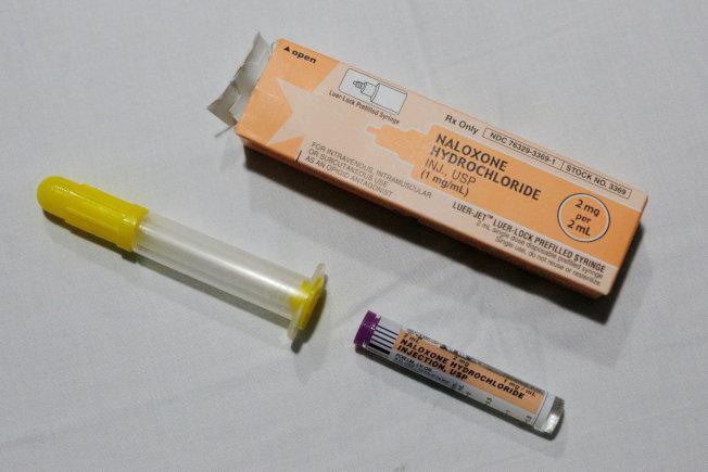 類鴉片有強力止痛效果,救護車裡也備有此種針劑。(路透)