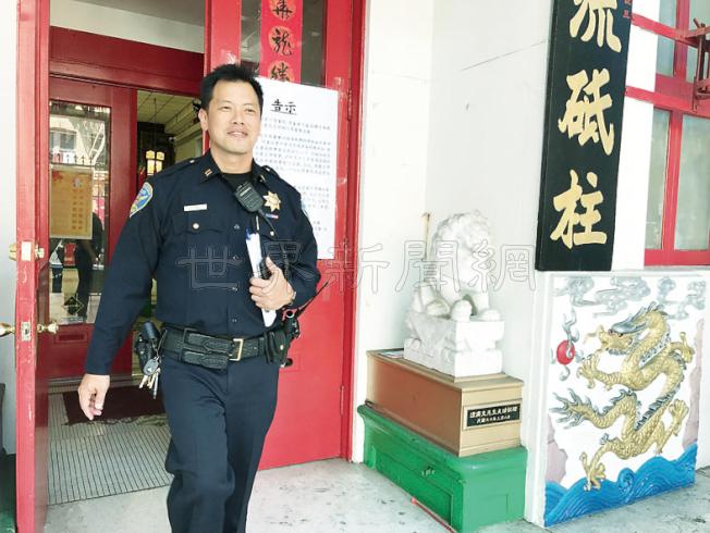 僑務委員長吳新興來訪前夕,中央分局長葉培恩到中華總會館視察環境。(記者李秀蘭/攝影)