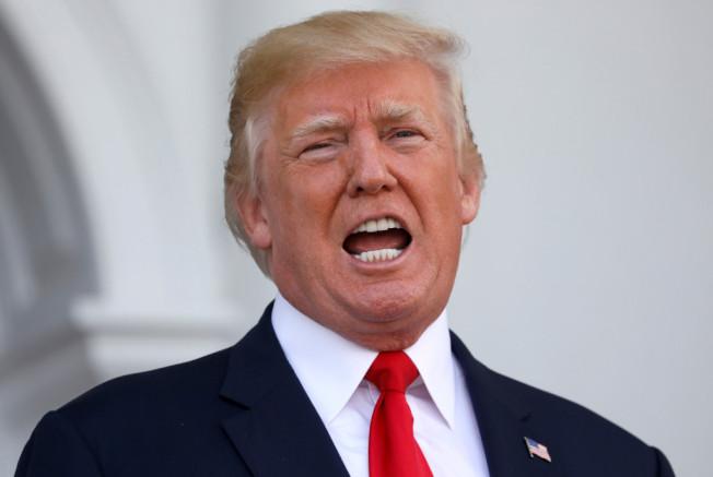 美國總統川普11日推文說,對付北韓彈威脅,美國軍事佈署「全部就位」。(路透)