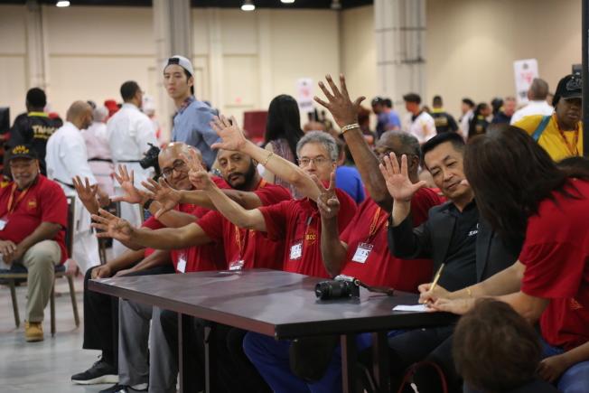 美國首都武術大賽設有30個比賽場,裁判在每名選手表演後即給出分數。(記者羅曉媛/攝影)