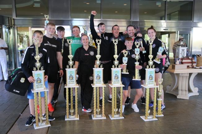 來自愛爾蘭的「白虎武術學院」選手,在此次美國首都武術大賽上大豐收。(記者羅曉媛/攝影)