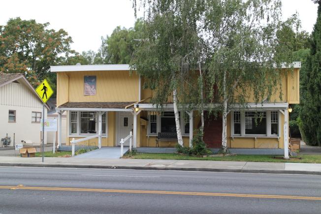 地主查芬想要在自己位於Lincoln Ave. 的這塊土地上建造教師專用的可負擔住宅,但是市府否決。(記者張毓思/攝影)