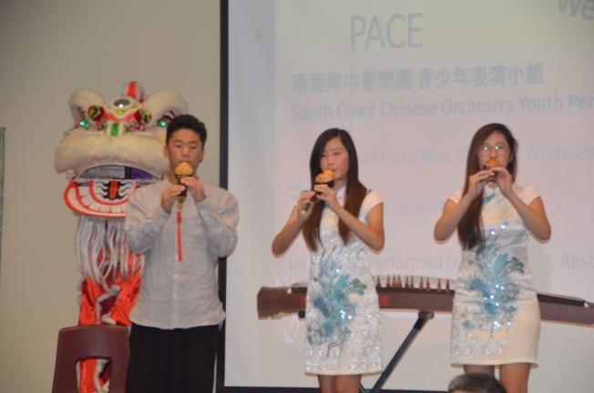 南海岸中華樂團青少年表演小組表演古典曲目。(記者王全秀子/攝影)