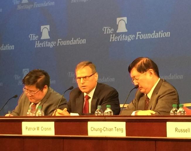 新美國安全中心的亞太安全項目主任克羅寧(中)對川普政府的美台關係表示樂觀。(特派員許惠敏/攝影)