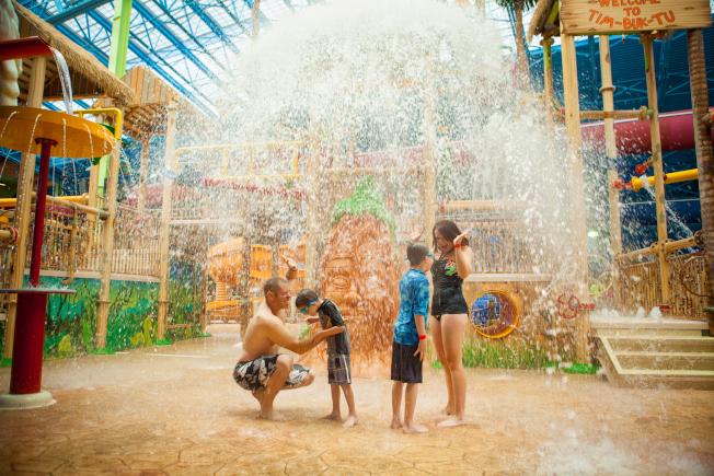室內水上公園也是降溫的好選擇。(Sahara Sams Oasis)