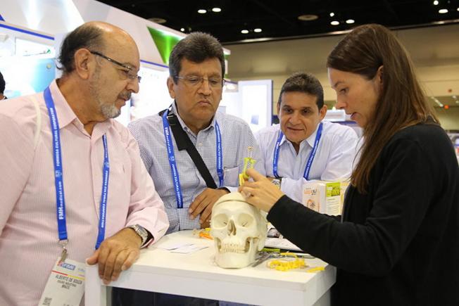 2017國際醫療展現場專家交流一景。(FIME提供)