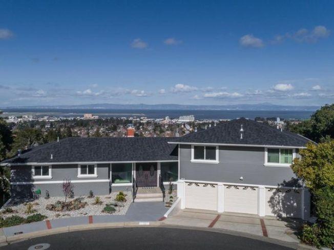 加州房地產經紀協會的報告說,柏林甘所在的聖馬刁縣,今年第二季的房屋中間價為146萬9000元。圖為中半島柏林甘的一棟掛牌出售的房子。(圖:房地產公司提供)