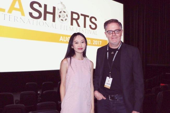 《晚安蝴蝶》成功入圍具有聲望的洛杉磯短片電影節(LA Shorts Fest) 播放影片之一,成績亮眼。林思韵(左)與廣告導演Scott Corbett(右)在紐約第40屆美國亞裔國際電影節受訪。(林思韵提供)