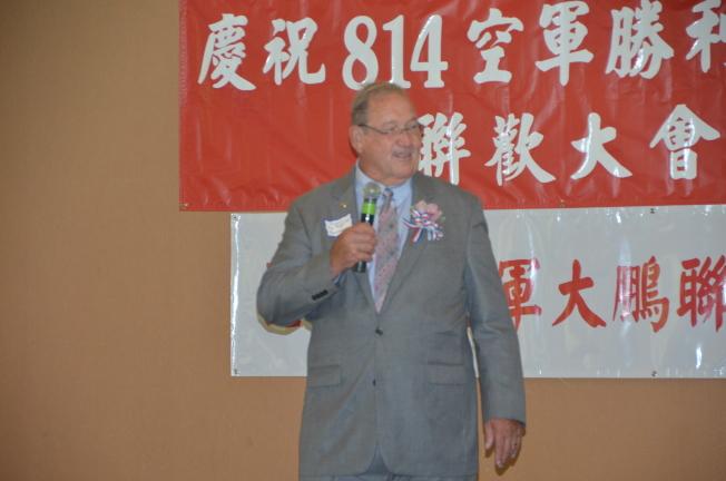 麗都市市長Edward Paget特地驅車來到阿罕布拉市參加八一四慶典活動。(記者王全秀子/攝影)