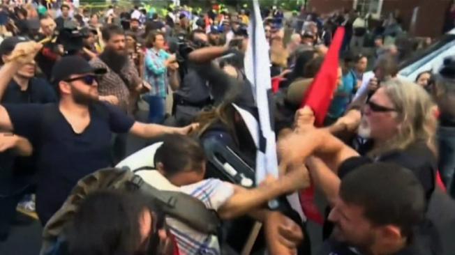 維吉尼亞大學校園爆發嚴重衝突,已造成一人喪生30人傷。(CNN圖片)