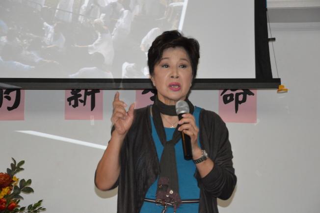 藝人姚煒於12日在法拉盛分享她一生大起大落。(記者牟蘭/攝影)