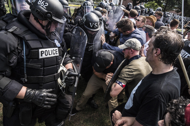 白人至上主義者上周末在維州夏洛茲維爾與警方發生衝突。(TNS)