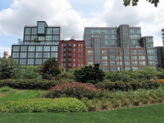 翠貝卡區臨河公寓,可以眺望哈德遜河景及澤西市。(記者陳小寧/攝影)