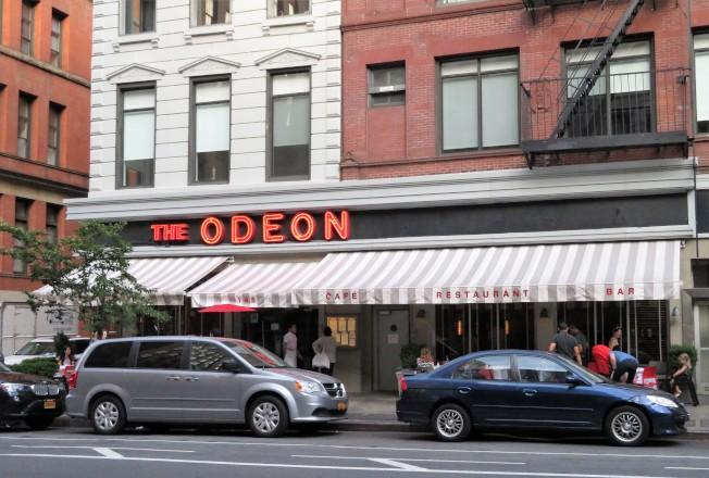 多次在「周六夜現場」節目片頭出現的The Odeon餐廳,坐落在翠貝卡。(記者陳小寧/攝影)