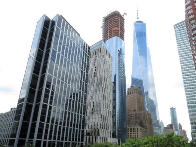 莫瑞街111號(在建高樓)緊鄰世貿中心,重新勾勒曼哈頓下城天際線。(記者陳小寧/攝影)