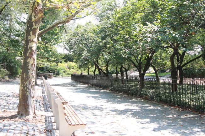 居住在約克維爾的民眾可以到卡爾舒茨公園休閒娛樂。(記者李碩/攝影)