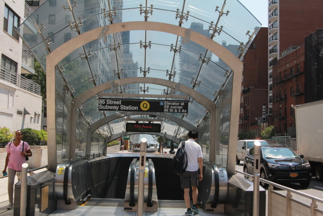 約克維爾新通車的Q線地鐵,為居民帶來便利。(記者李碩/攝影)