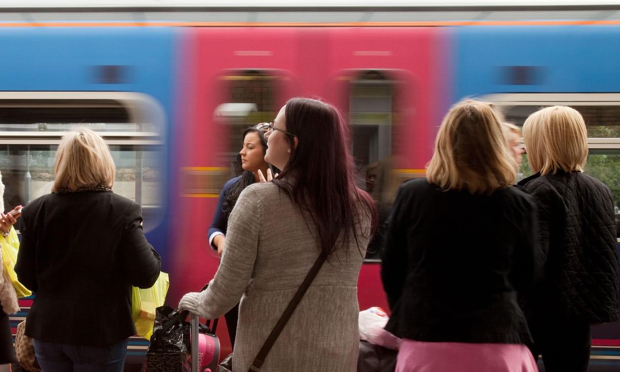 英國影子內閣消防大臣威廉森(Chris Williamson)提議設置女性專用車廂,遭到工黨同僚及女權團體抗議。(英國衛報)