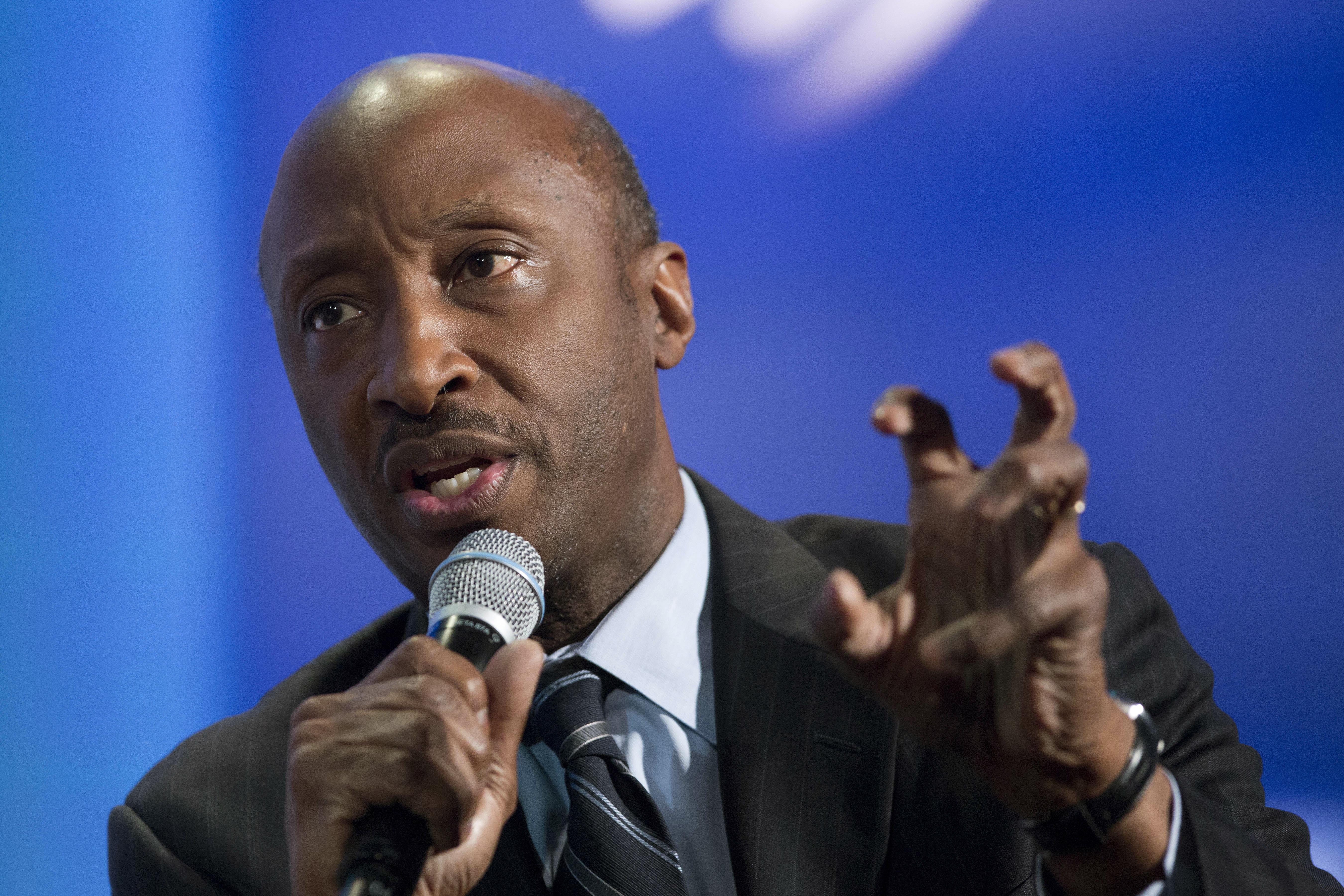 美國最知名的非洲裔企業人士之一、默克藥廠(Merck)執行長弗瑞茲爾(Kenneth Frazier )以「有責任必須對偏狹與極端主義表達我的立場」,向川普總統的製造業委員會請辭。(美聯社)